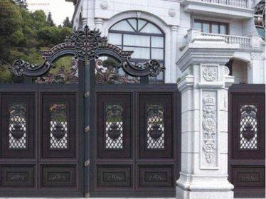 别墅大门上有碰撞痕迹怎么办?