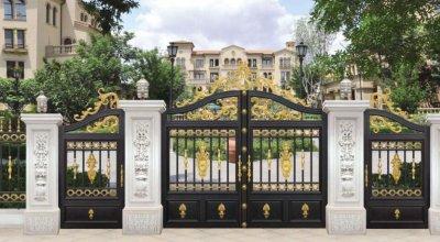 如何识别别墅铝艺大门装饰的材料特性?